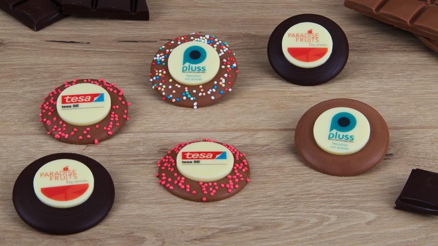 ihr logo gedruckt auf wei e schokolade umrandet von noch mehr belgischer schokolade. Black Bedroom Furniture Sets. Home Design Ideas